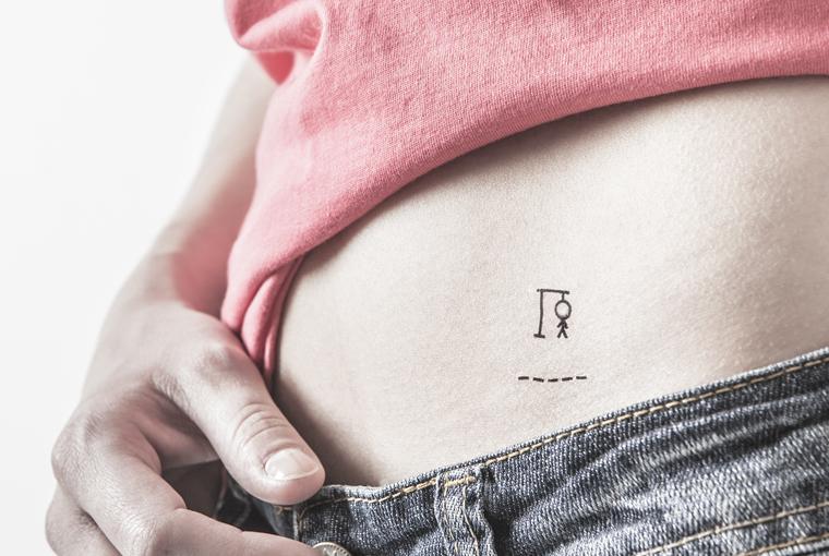 carreaux-line-caroline-chauveau-angle-mort-ventre-geometrie-pendu-tatouage-temporaire-pendu